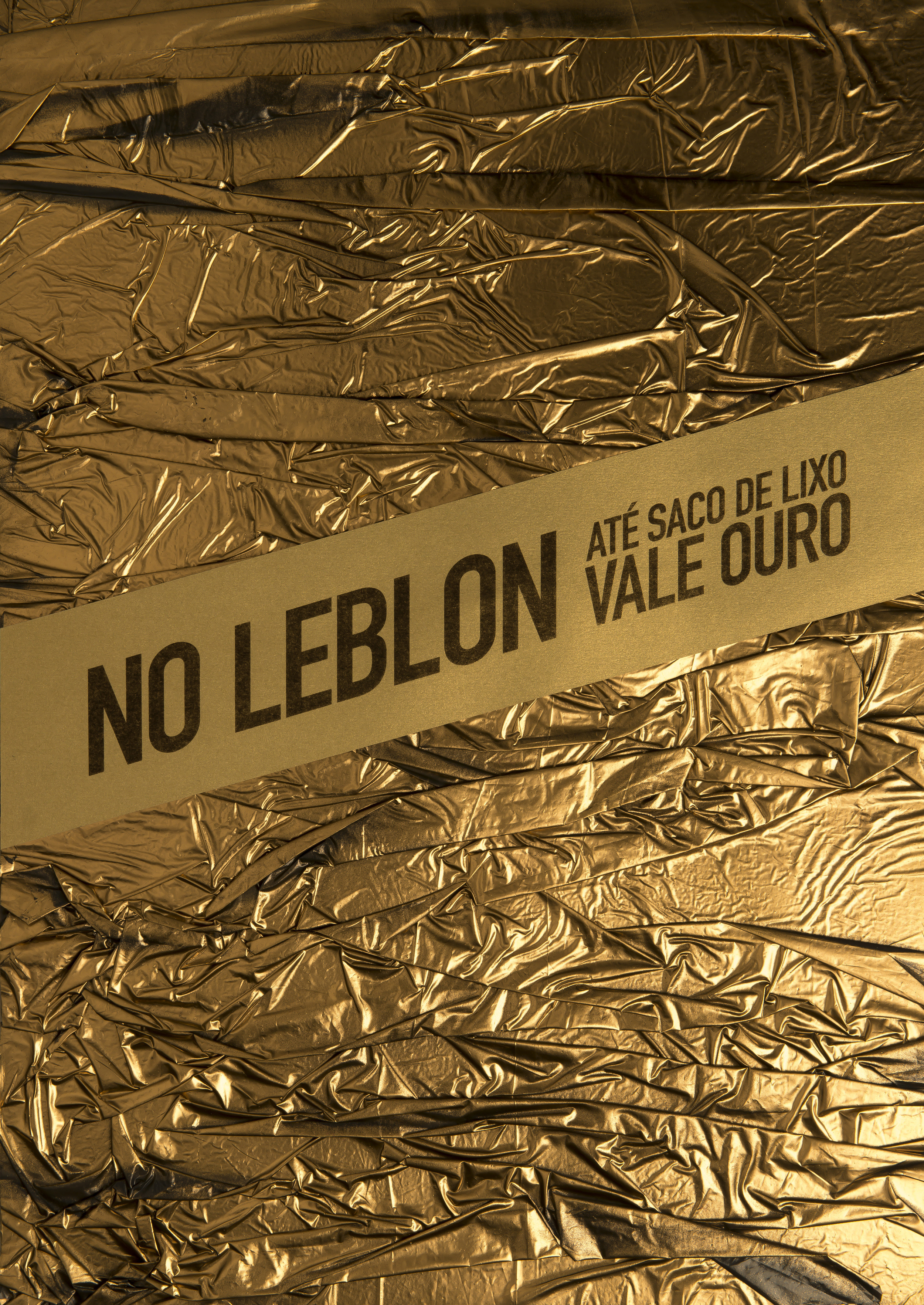 In Leblon, even    garbage bag    is worth gold.