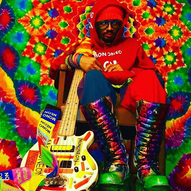 We ❤️ 💕 💗 @mononeon #customstrap #dogdaysstraps #bassplayer #funkytown #color