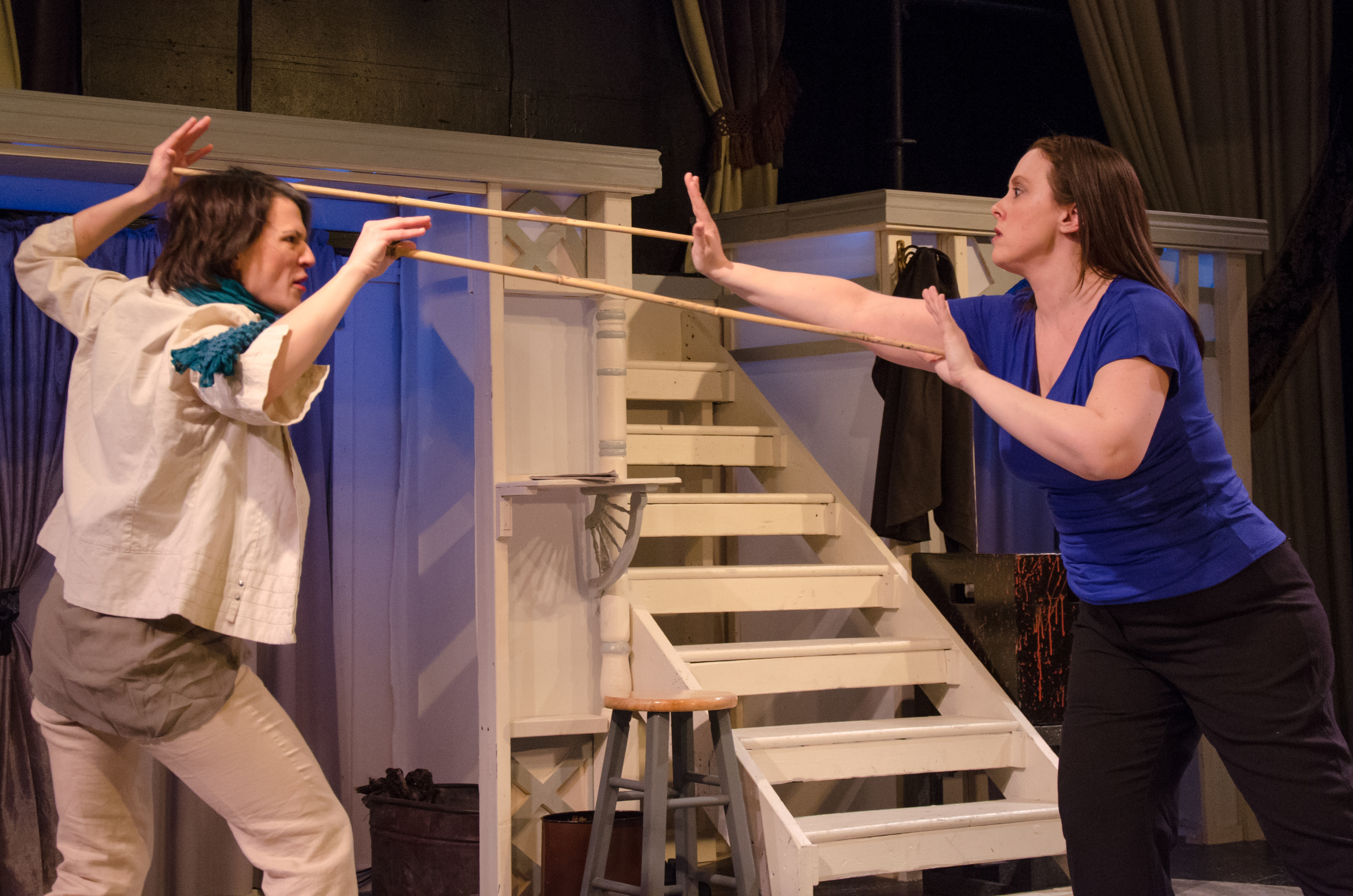 Gwen (Amy Alleman Burke), Jessica (Tara Herweg-Mann)
