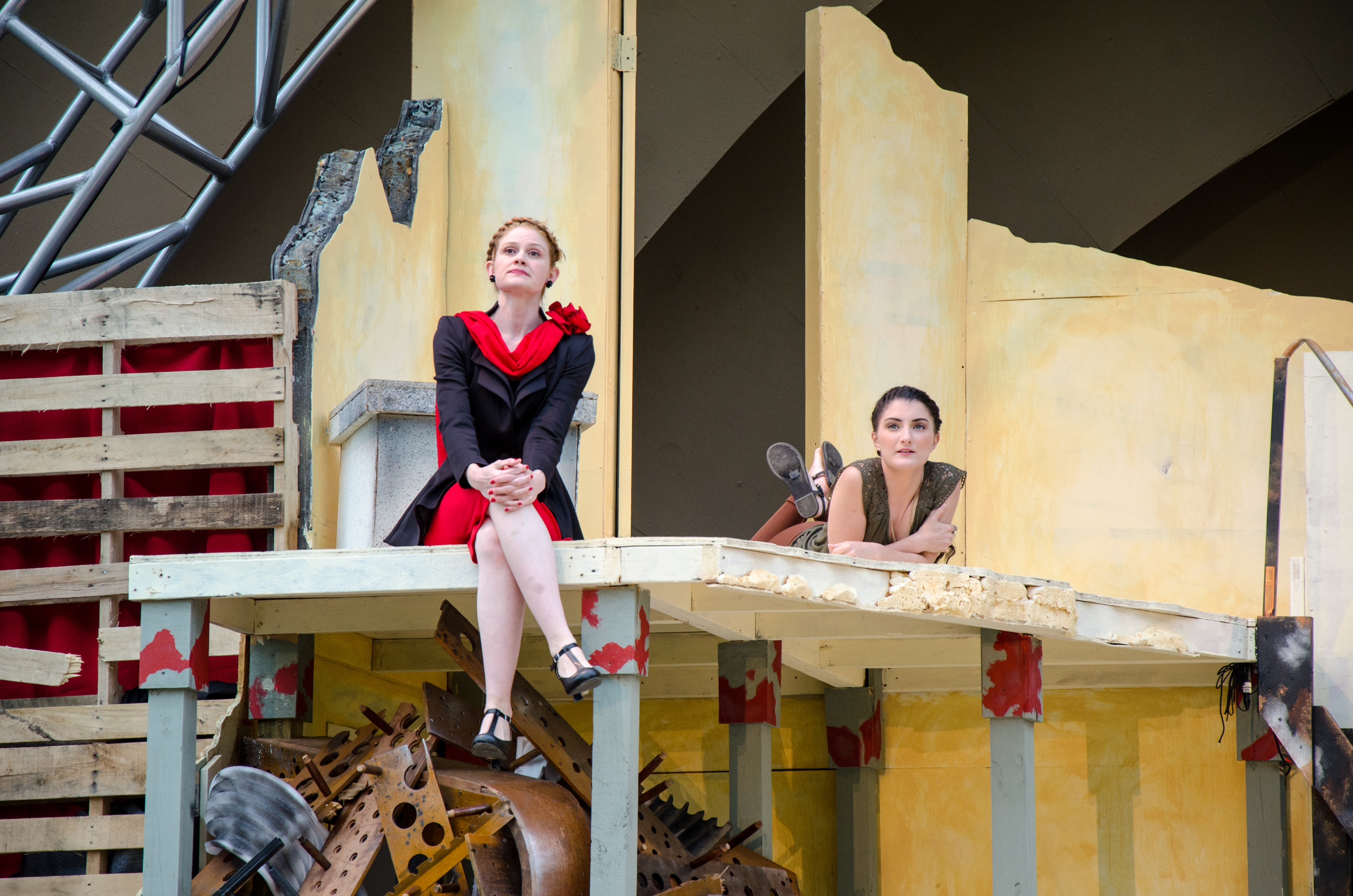 Pandarus (Amber Mann), Cressida (Emily Samuelson)