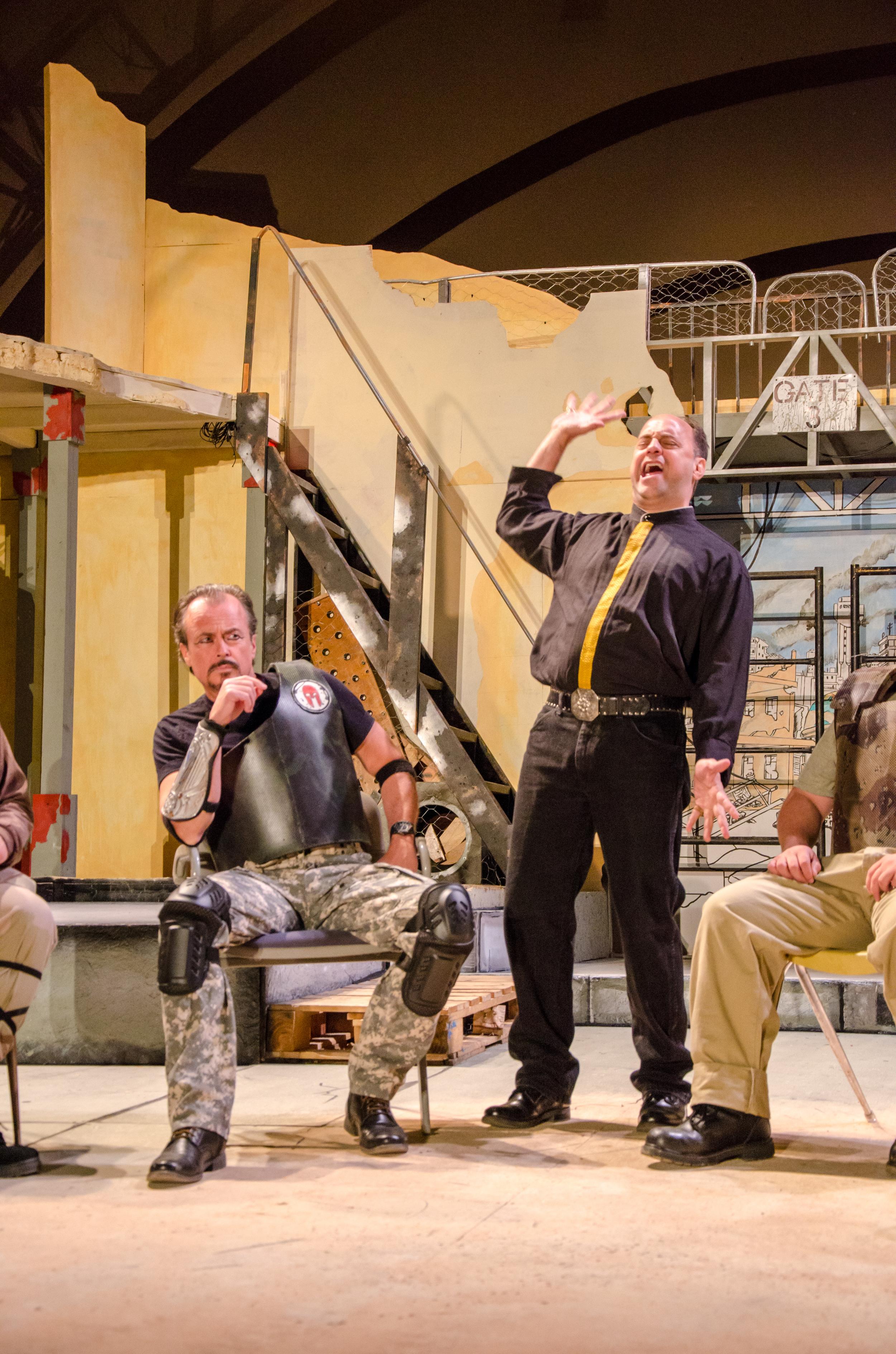 Agamemnon (Jeffrey Rensch), Calchas (Peter Frengel)