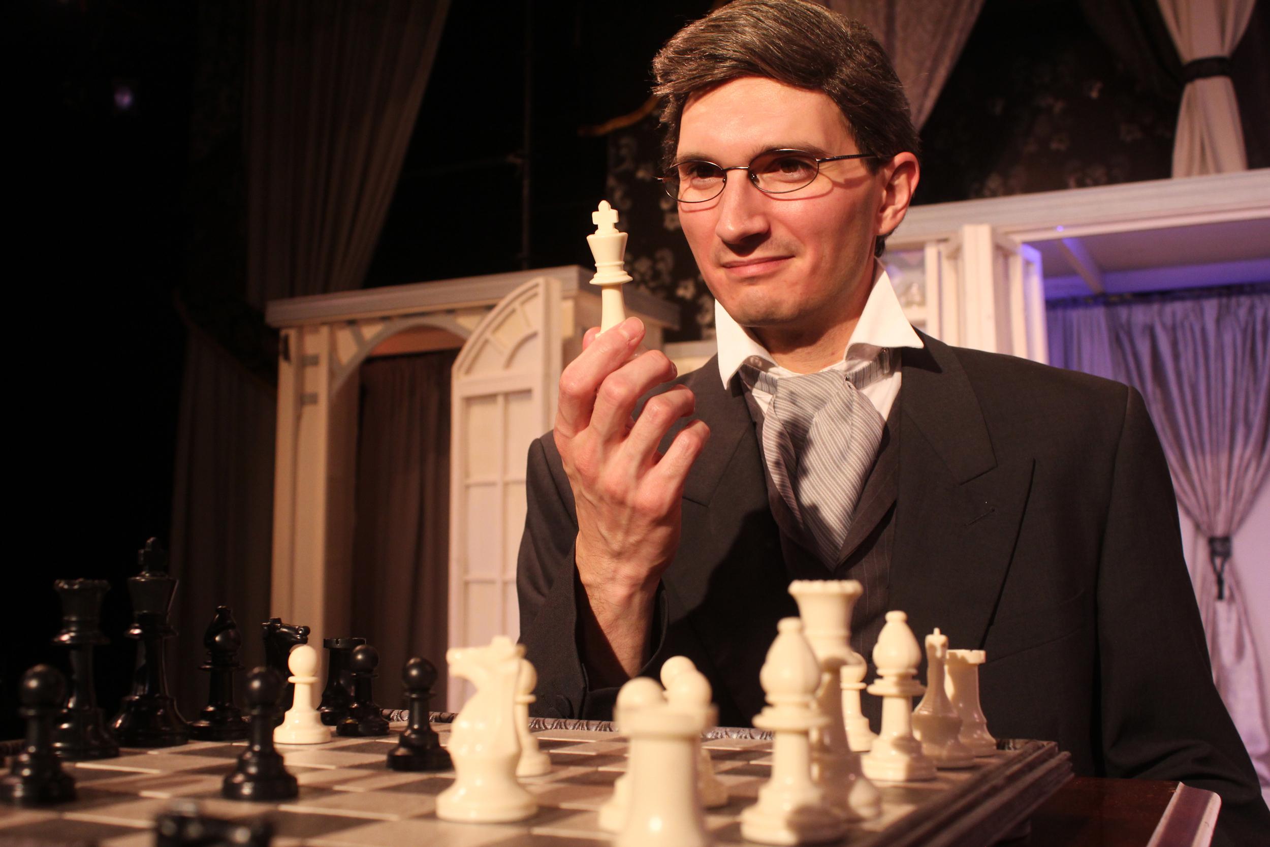 Robert Chiltern (Thomas Weaver)