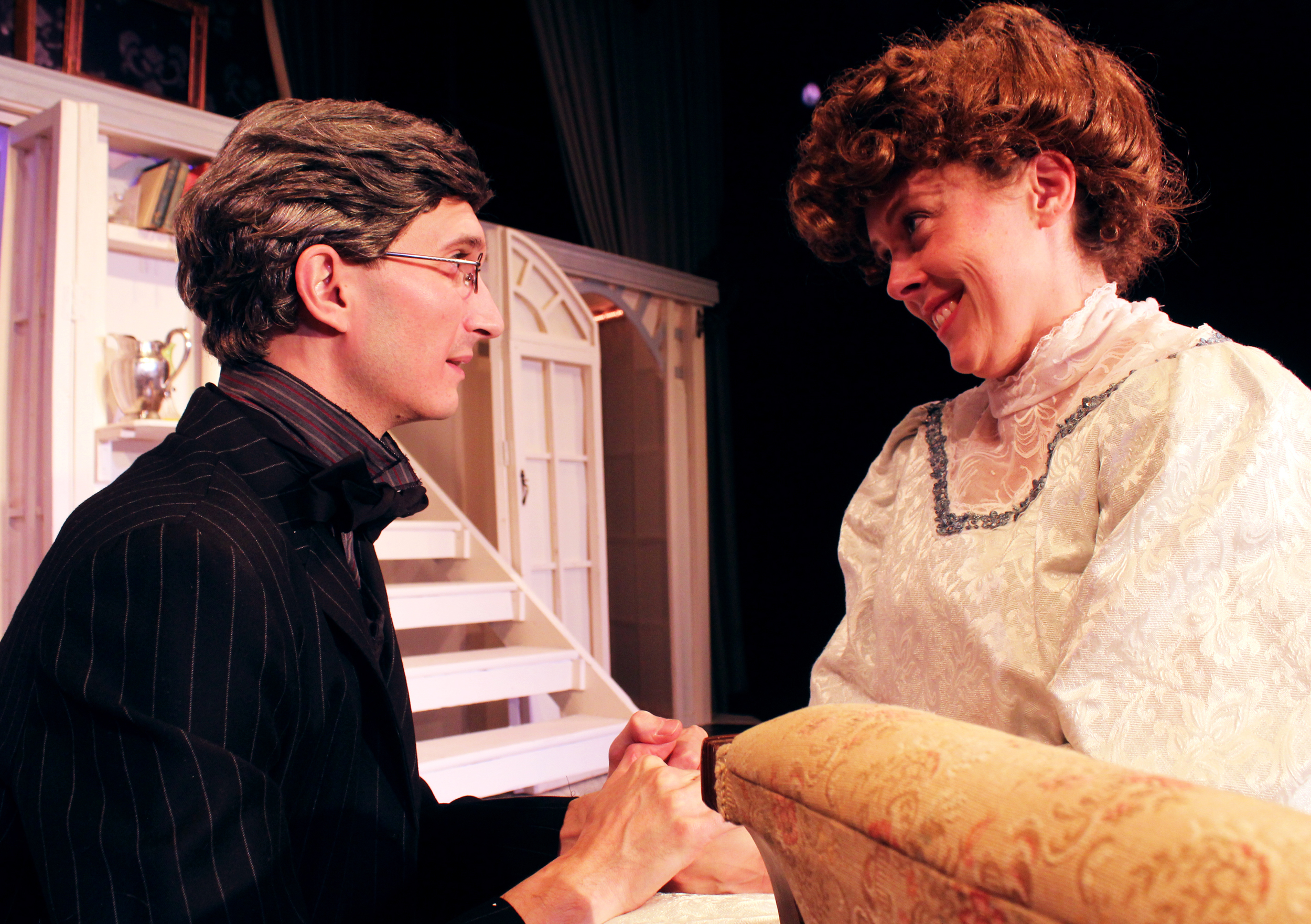 Robert Chiltern (Thomas Weaver), Lady Gertrude Chiltern (Tara Herweg-Mann)
