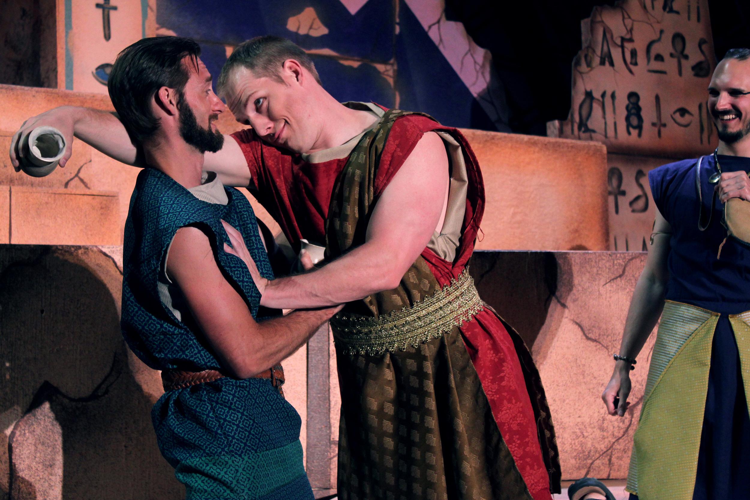 Pompy (Ian Potter), Lepidus (Jeremy Luttermoser), Enobarbus (Thomas Weaver)