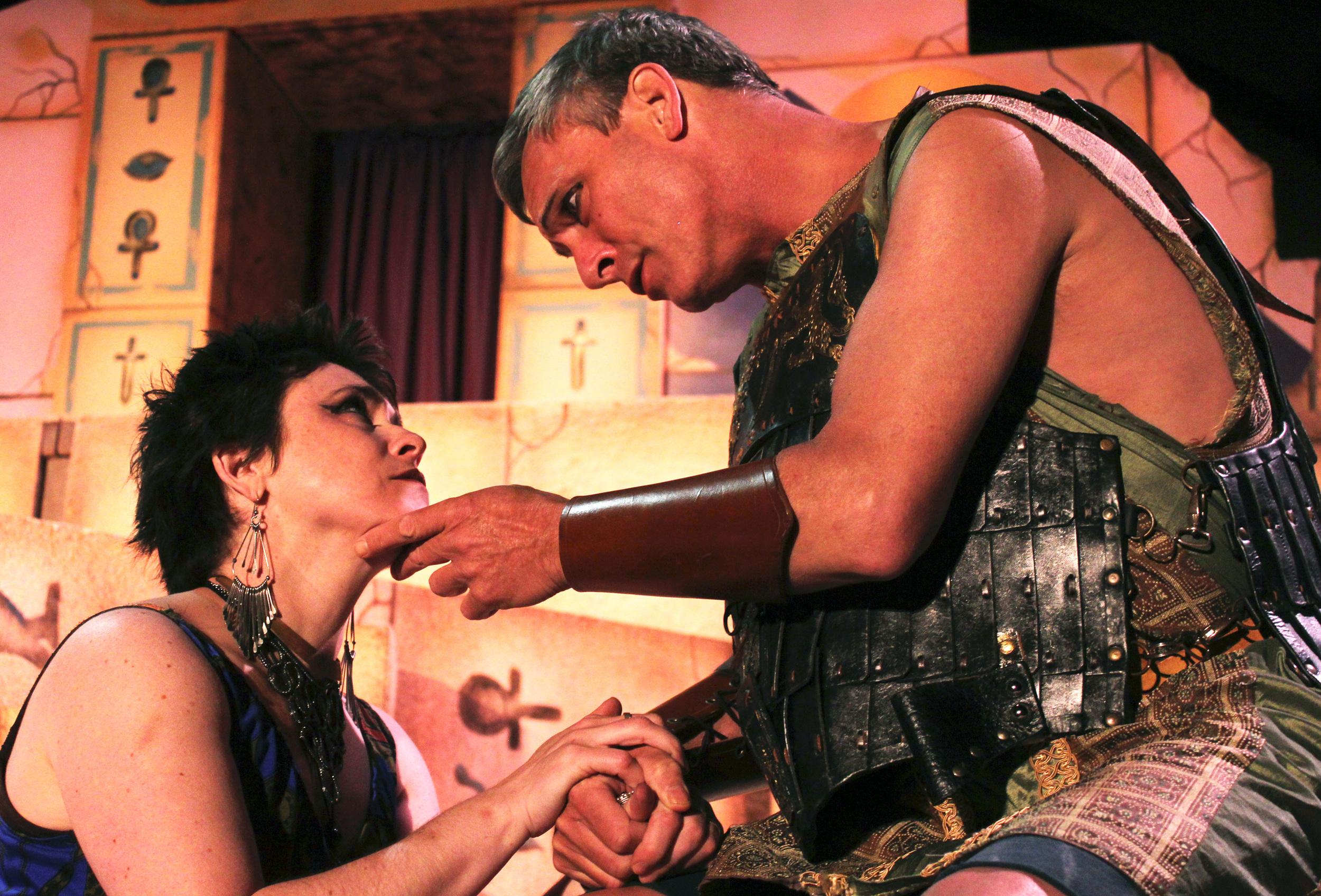 Cleopatra (Francesca Amendolia), Antony (Philip Wheeler)