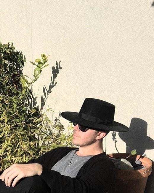 The Tijd pendant hanging in the Cali sunshine 😎 / 📷 @james_porschen