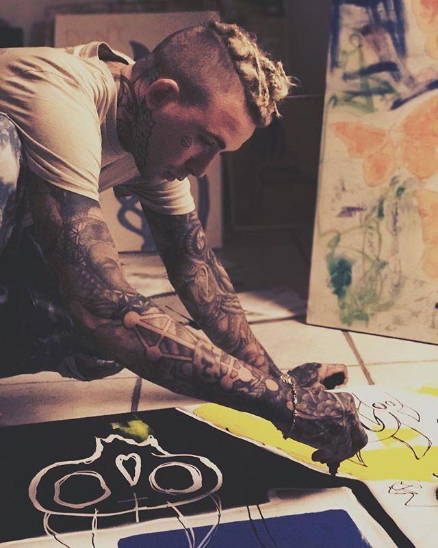 Smoke weed. Paint. Travel. Write poetry. Make rap music. Change the world. 📷@legitlooks