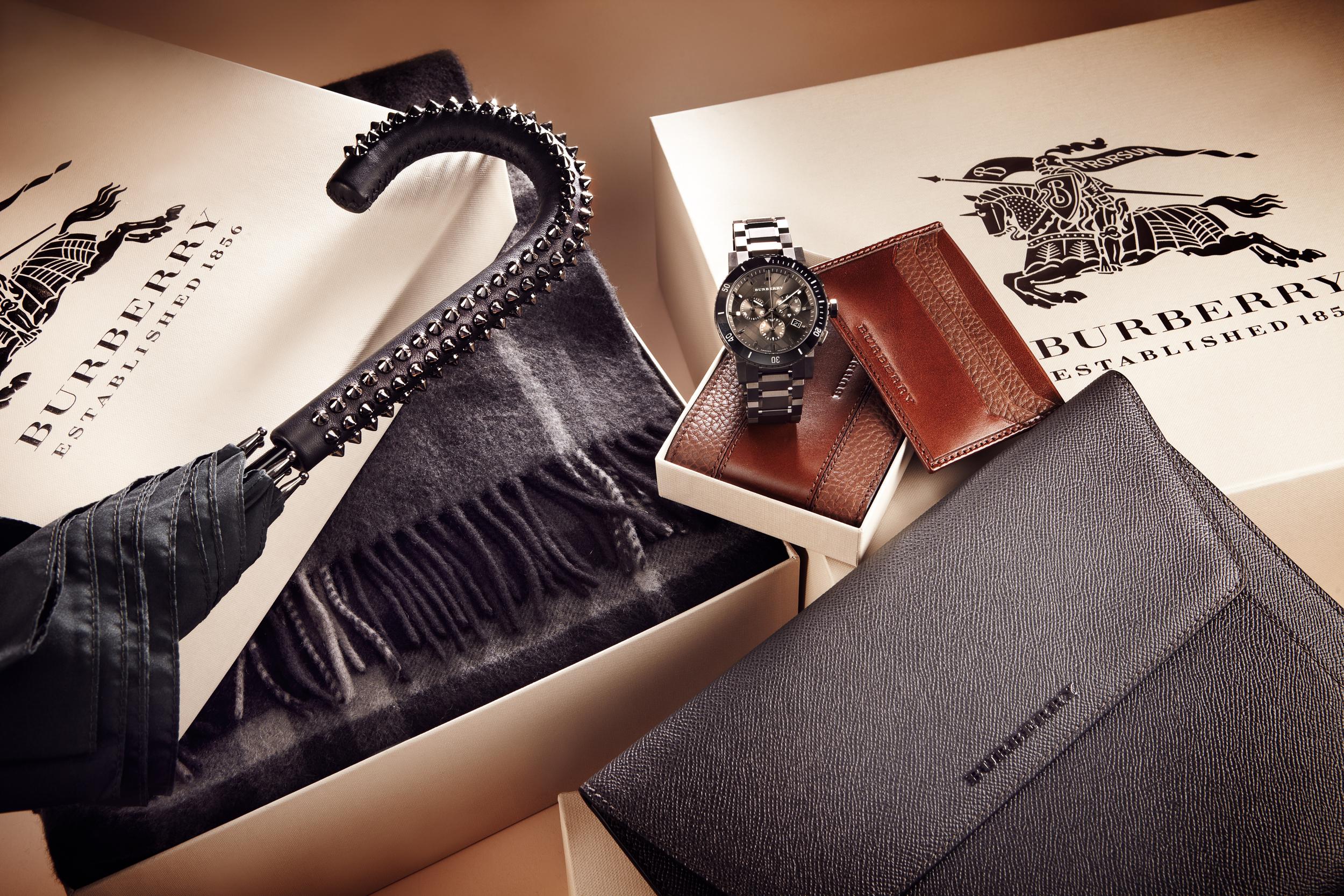 Burberry_Gifts_Mens_Slideshow_167271330_EDITORIAL+001.jpg