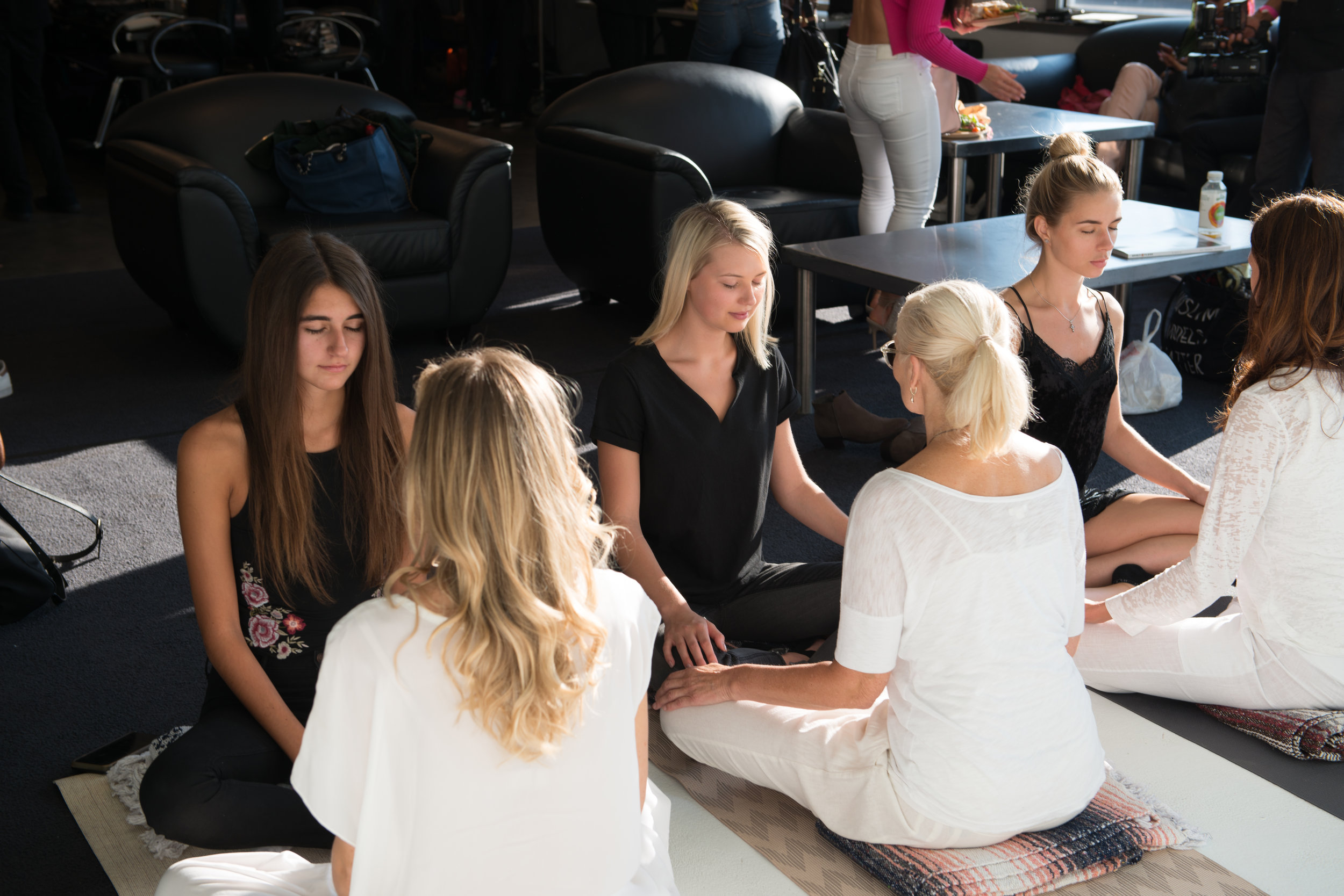 Meditation NYFW - SupeRoleModels practiced backstage meditation with models during the NYFW September 2017