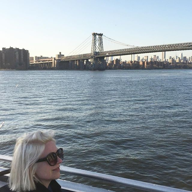 #remember #the #bluesky #dinyt #unterwegs #tourist #citytrip #explore #entdecken #individuell #williamsburgbridge #favourite #bridge #friendship #nyc #ferryride #eastriver #cold but #nice #view #deineindividuellenewyorktour #merci
