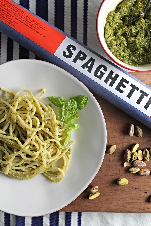Spaghetti + Pistachio Mint Pesto | www.hungryinlove.com