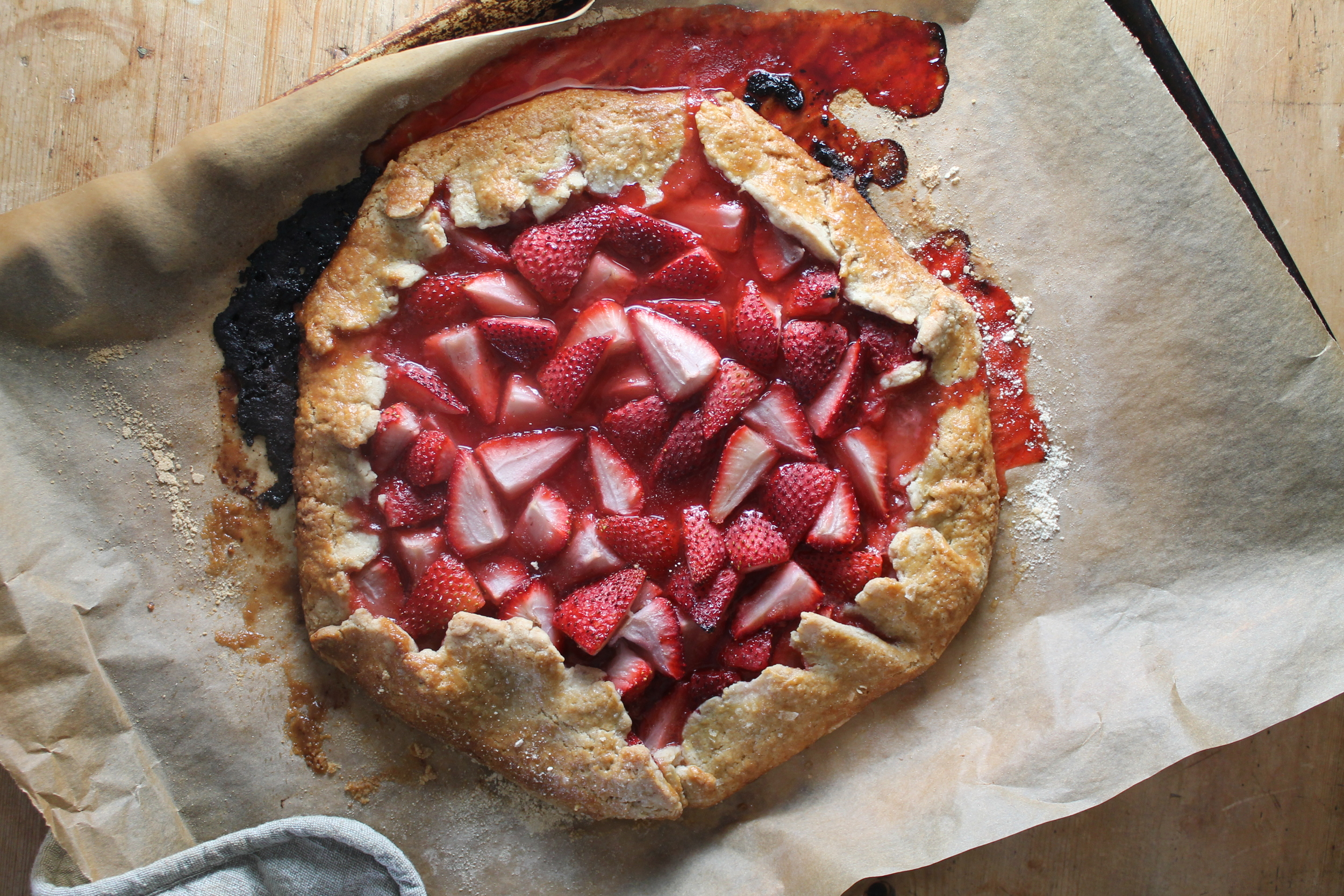 Strawberry Crostata | www.hungryinlove.com