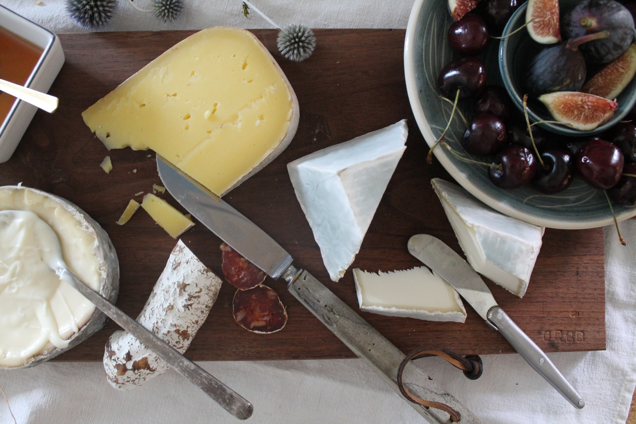 New England Summer Cheese Plate | www.hungryinlove.com