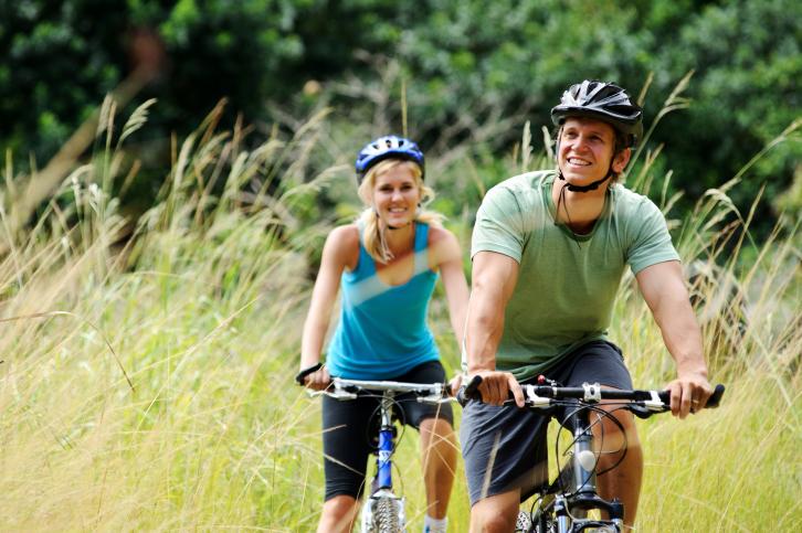 Couple-on-bikes.jpg