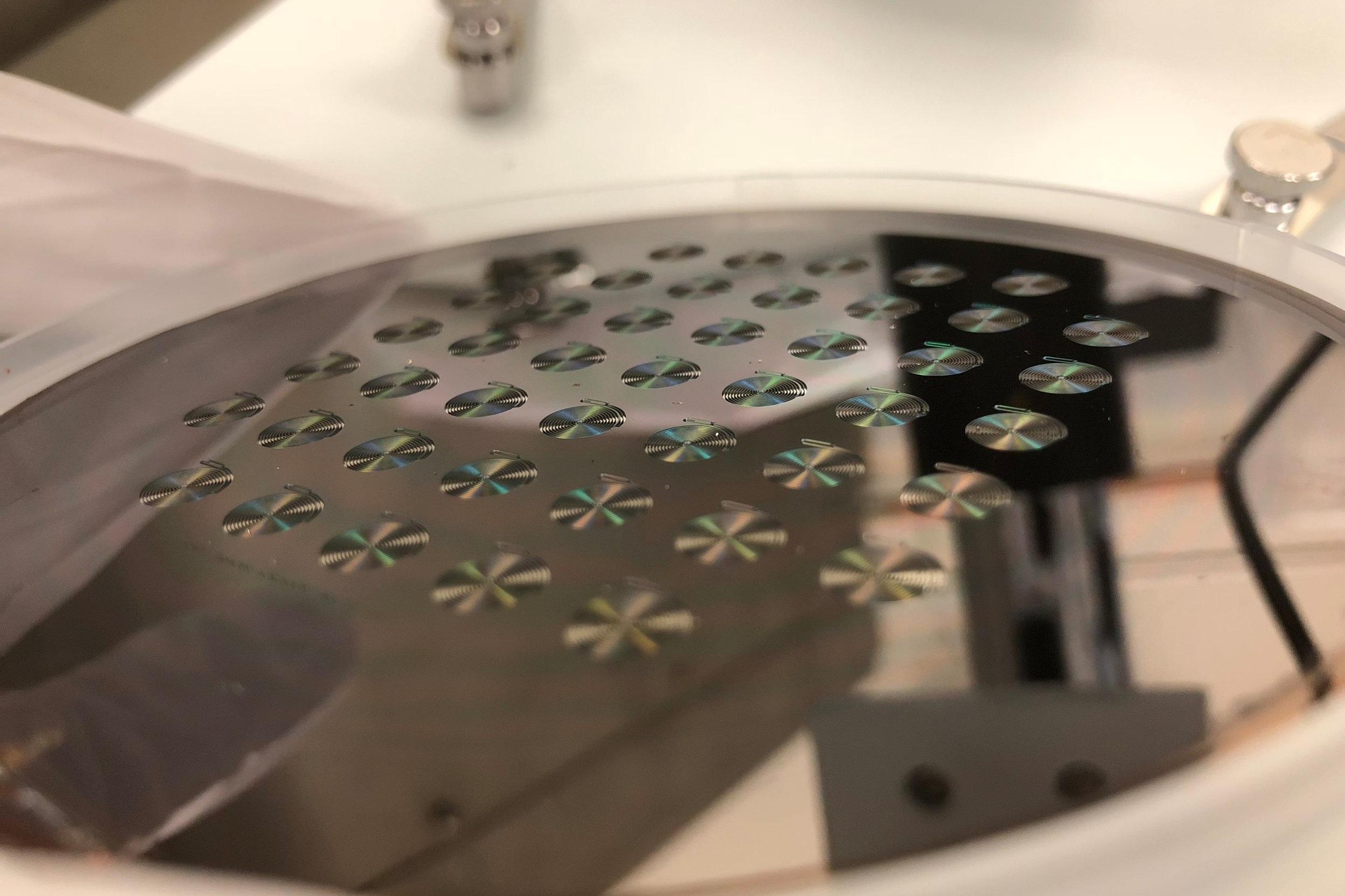 Silicon wafer with lithographic mask, before the plasma etching process.