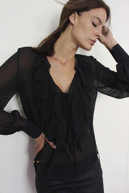 Блузка Lambert Блузка с кожанной обработкой по горловнине в стиле богем. Состав: 100% Шелк Цена: 22050руб.