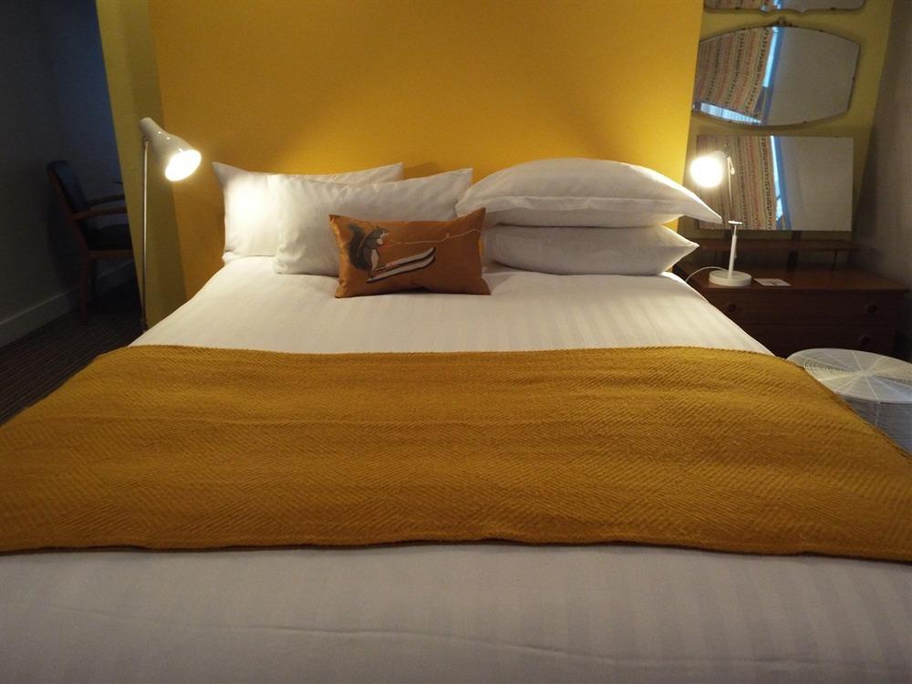room1 2.jpg