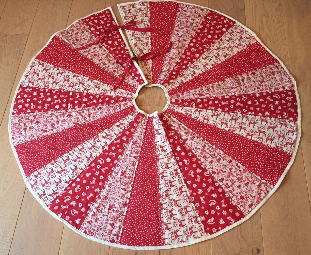 The Crafty Nomad Tree Skirt