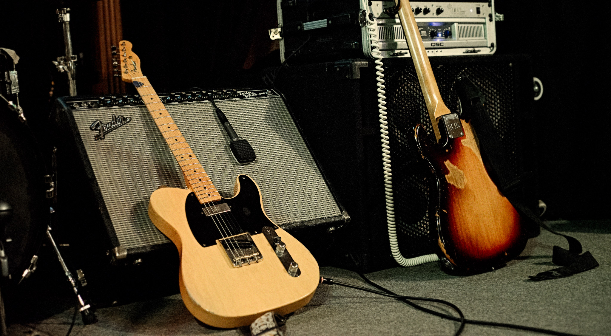 A sight to warm the heart of any guitarist - a Telecaster into a Fender Twin