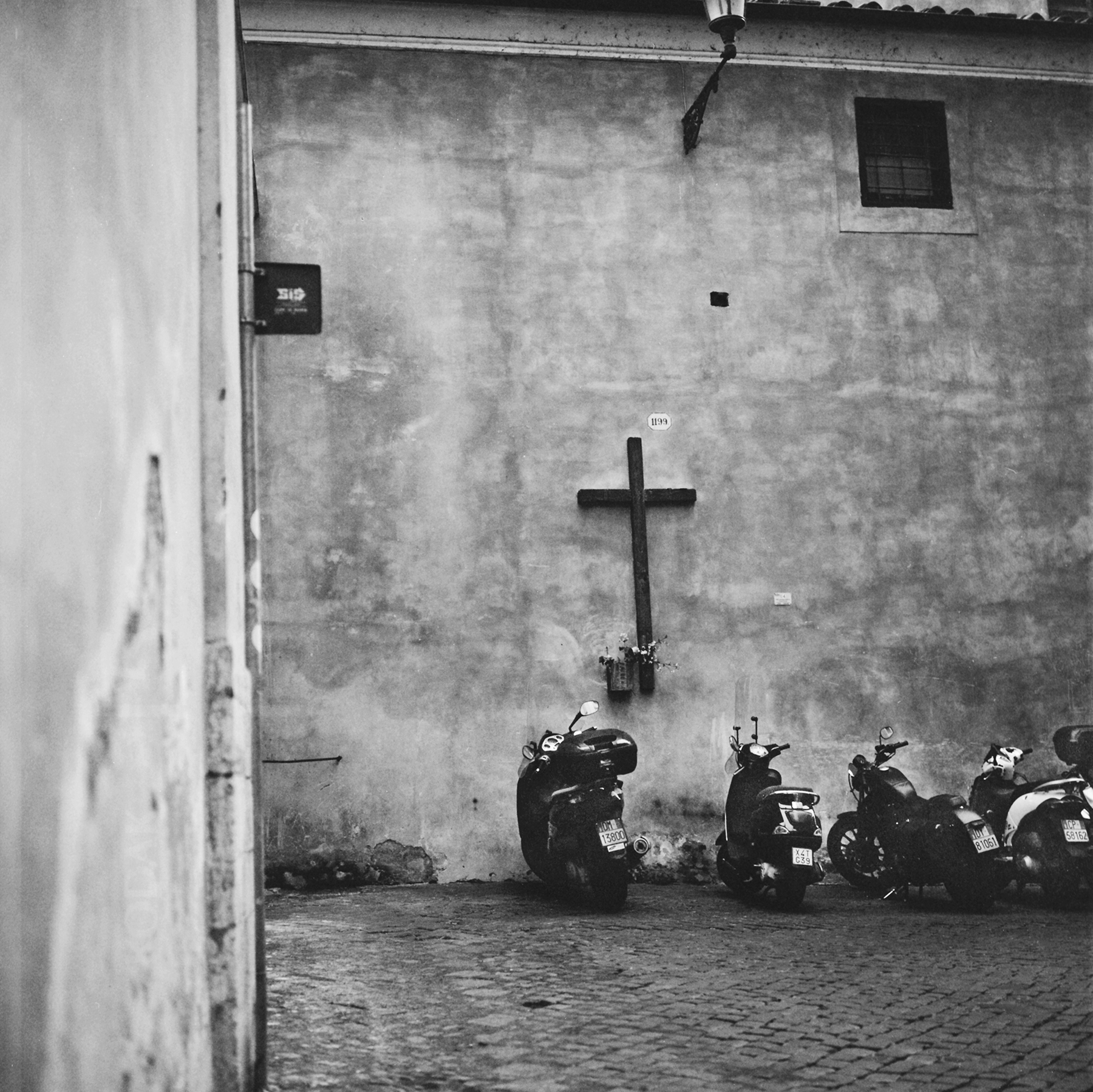 68270011 rome moto web.jpg