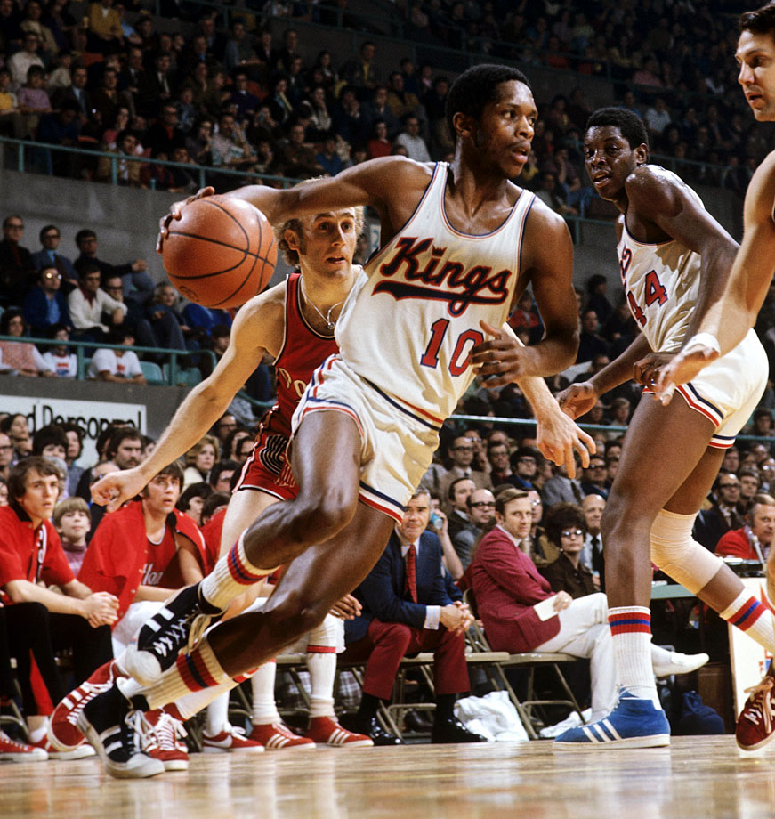 "Nate ""Tiny"" Archibald averaged 34 points & 11.4 assists per game in the 1972-73 season for the Kansas City-Omaha Kings (photo source SI.Com)"