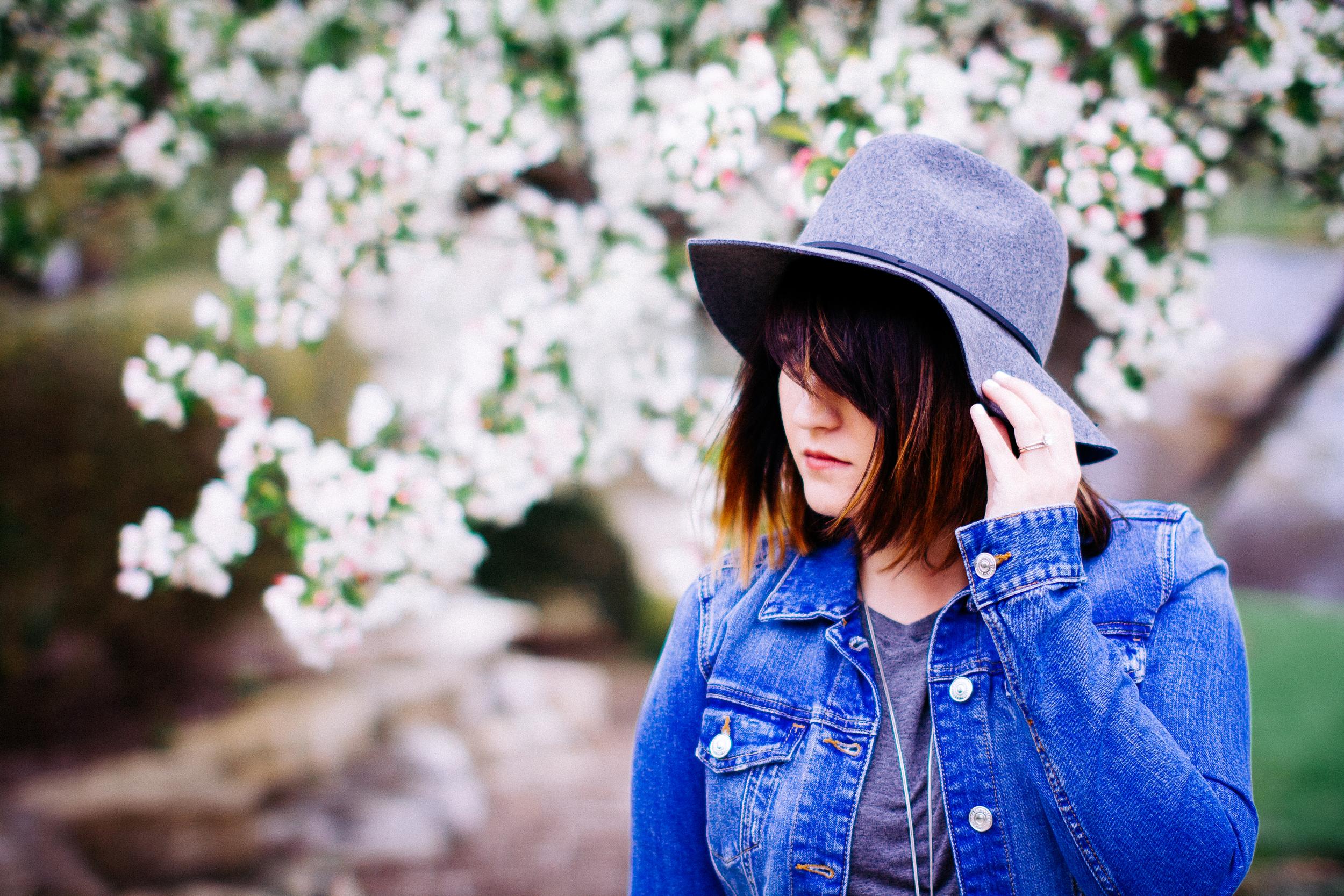 Spring Style - Gray Fedora www.chelceytate.com