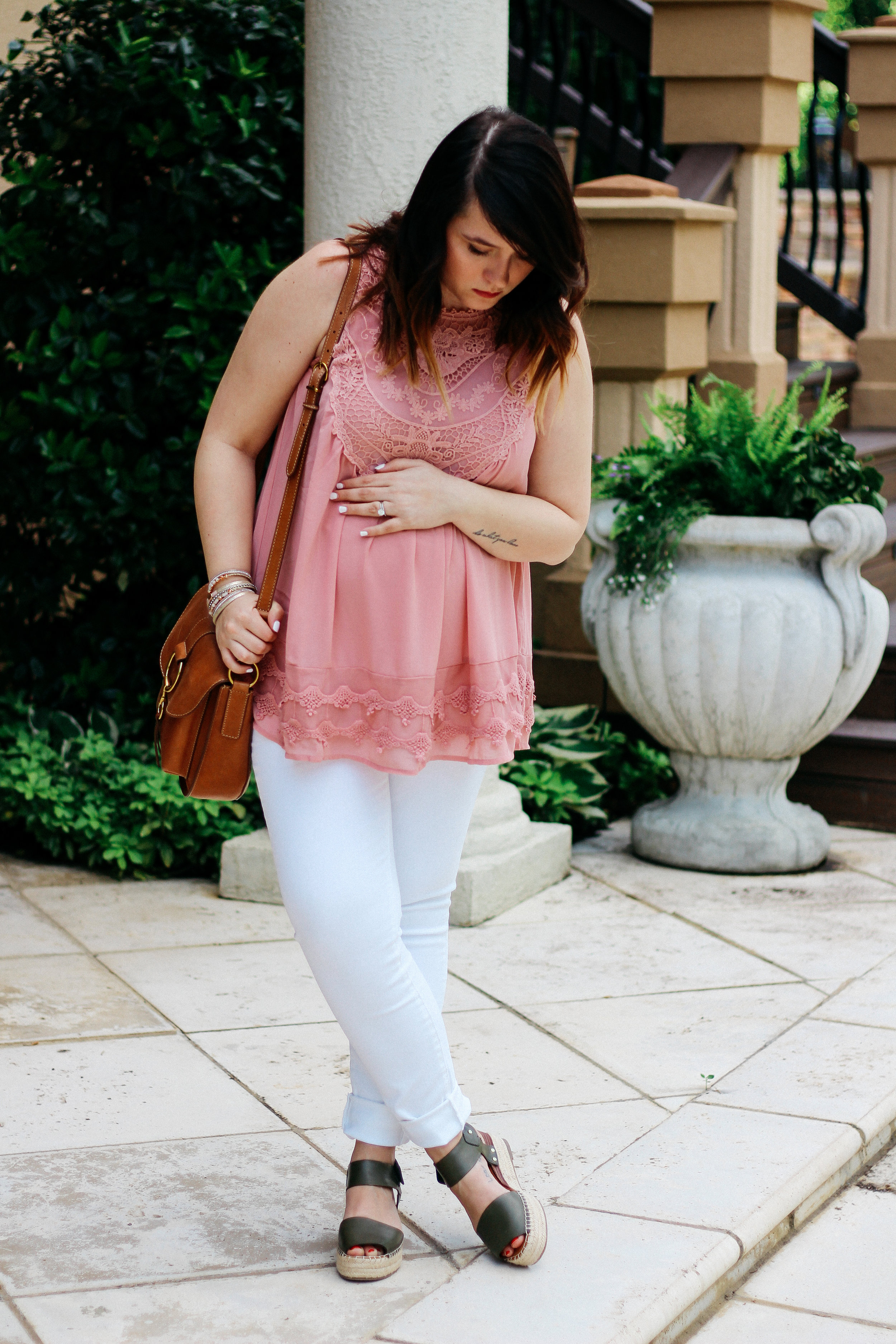 summer weekend vibes maternity style via www.chelceytate.com
