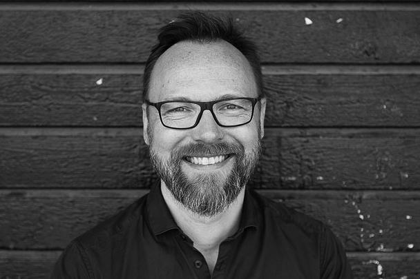 Sander Jensen  Titel: Administrativ leder og seniorkonsulent  Firma: Process Ink / Sjak27   www.processink.dk  /  www.sjak27.dk   Mail: hej@sjak27.dk  Telefon: +45 30 28 84 42