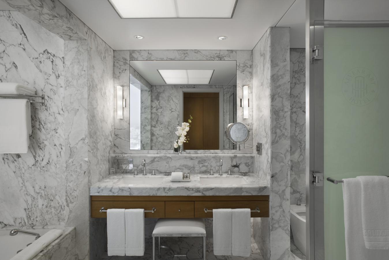 galeria_5a_art_suite-bath.jpg