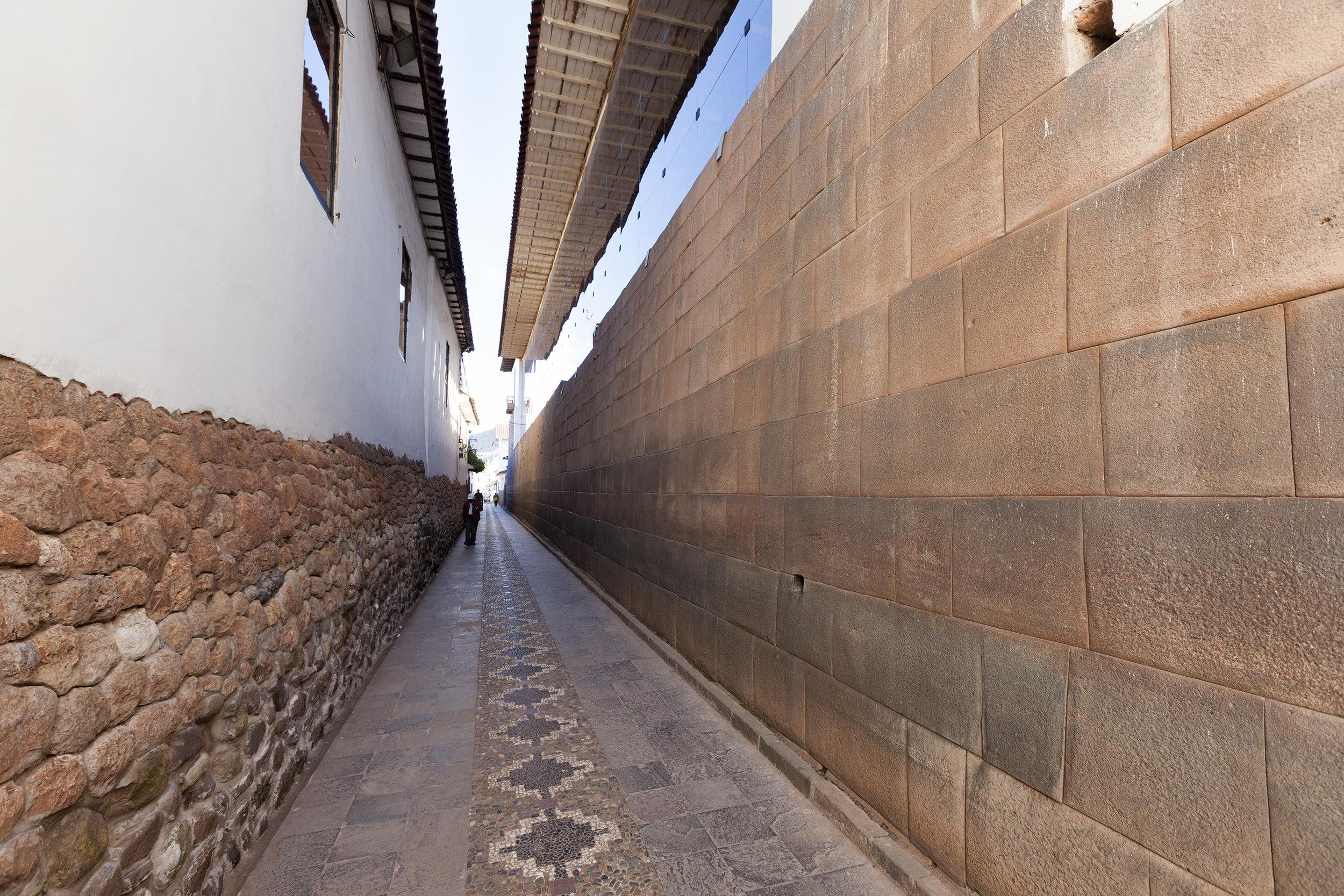 Spanish on left, Incan on right