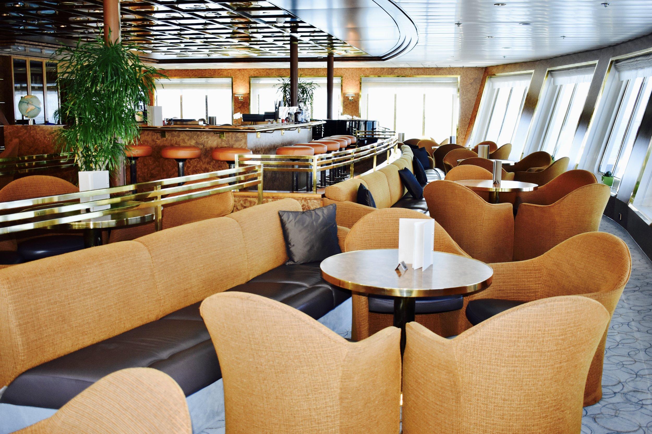 Forward facing observation lounge