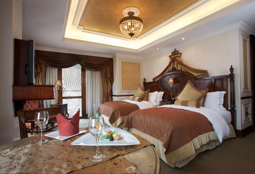 Plaza View Suite