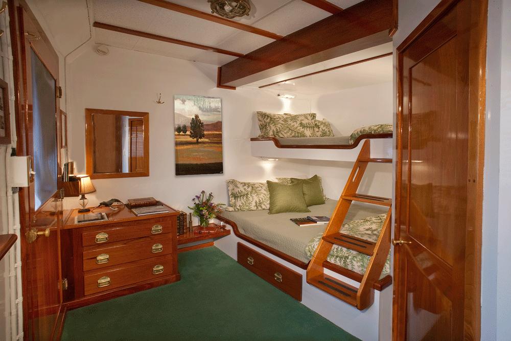 queen-cabin.png