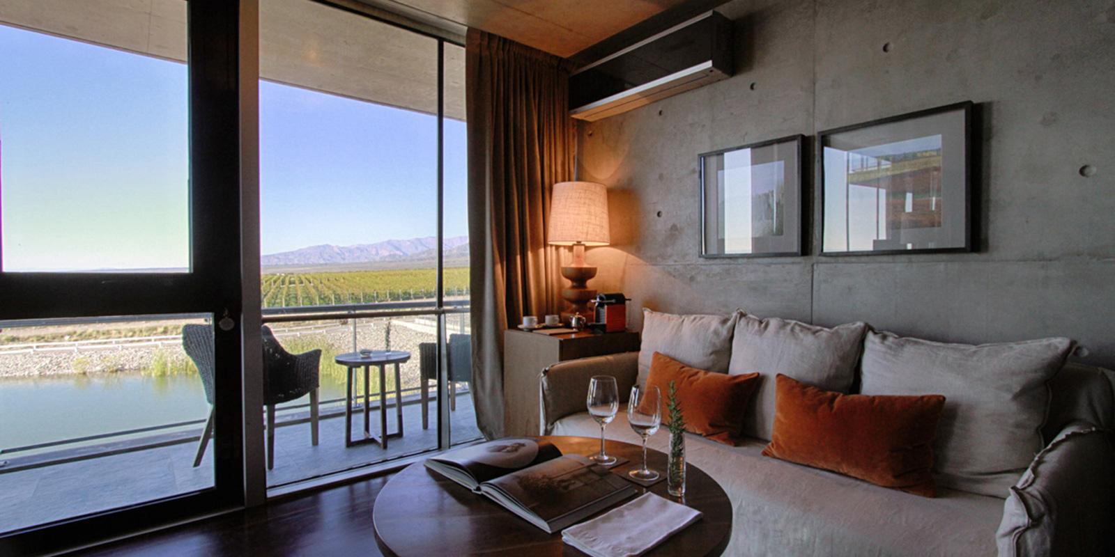 rooms-suite-laguna.jpg