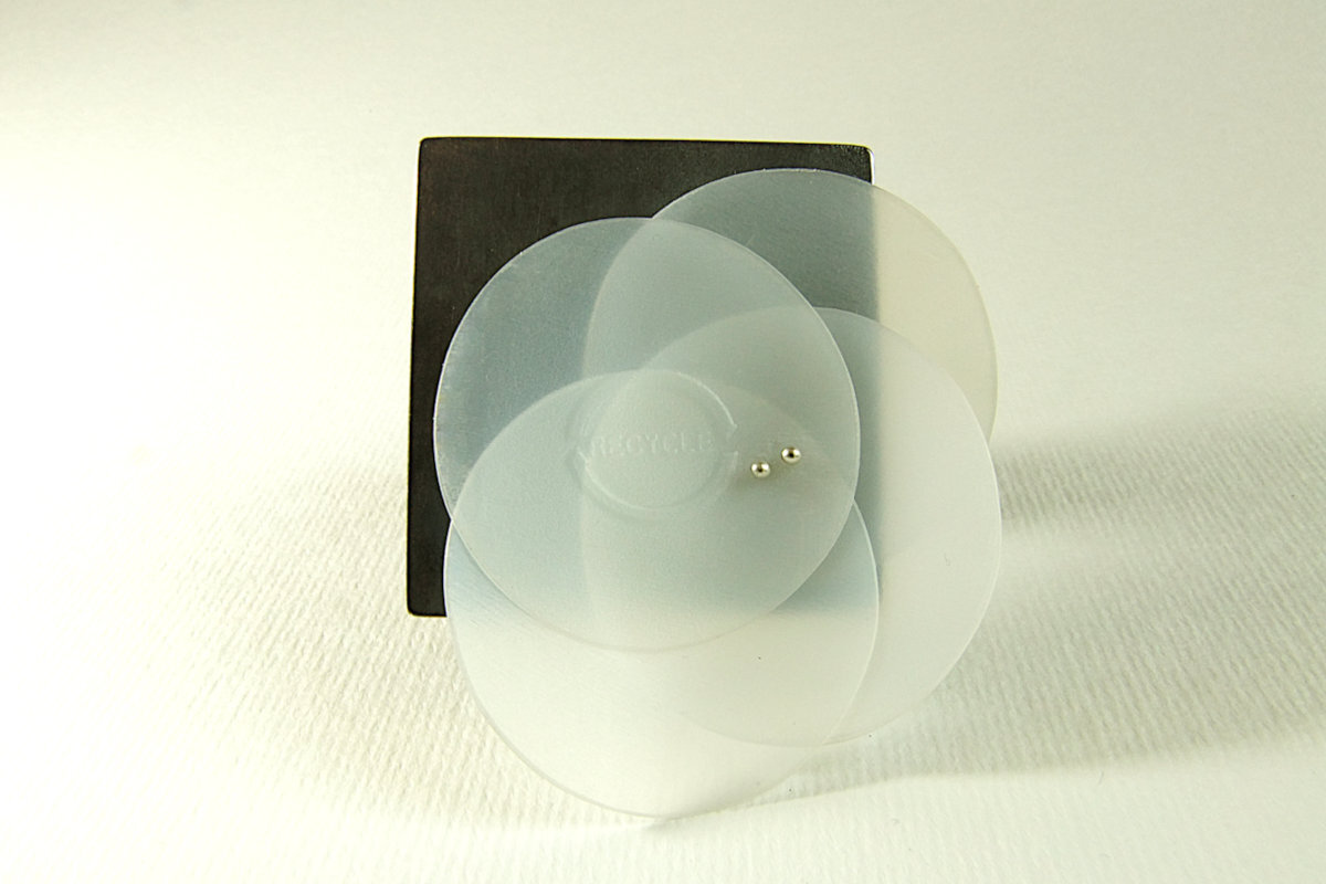 oxidised-silver-brooch-with-4recycled-plastic-discs-hbm106-8754.JPG