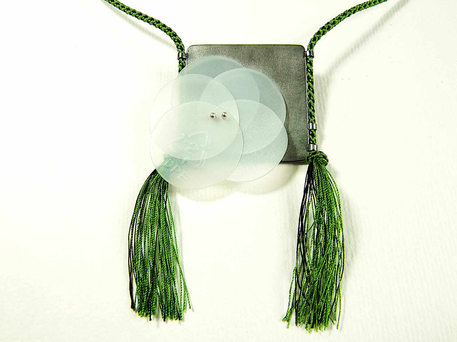 detail-green-kumihimo-neklace-silver-pendant-with-recycled-plastic-hbm107-8722.JPG