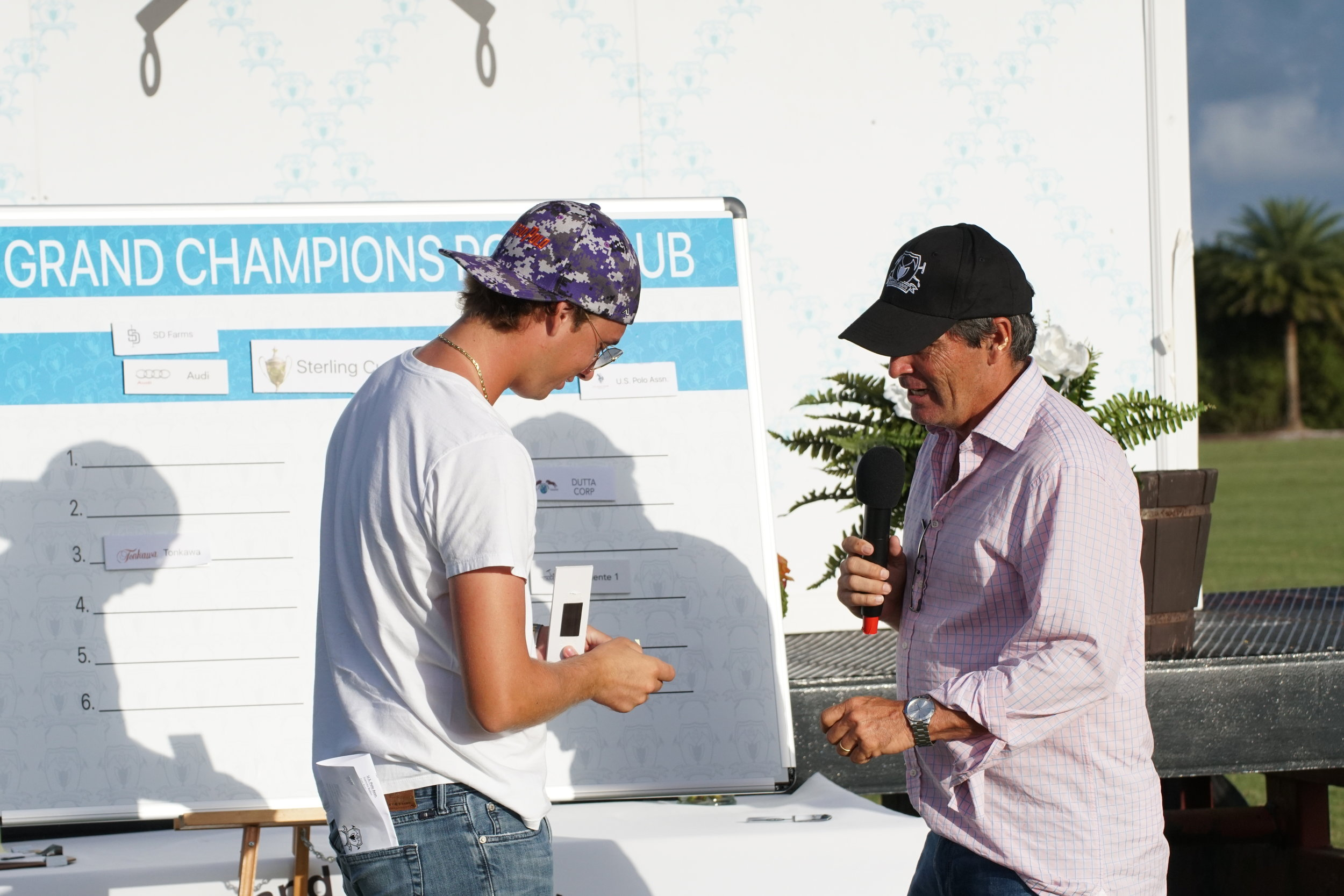 Tony Calle of Travieso draws No. 1 for bracket position. Photo by ChukkerTV