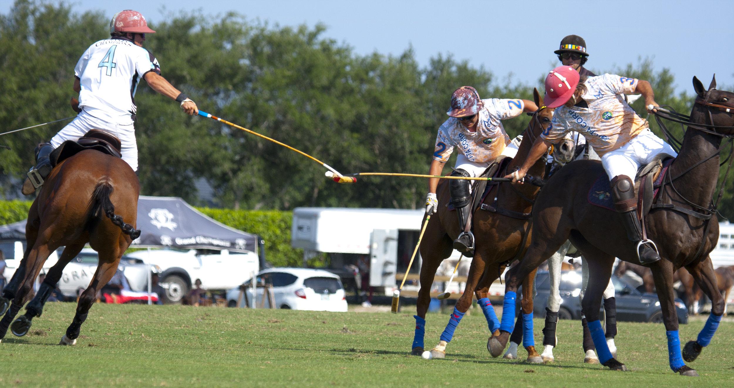 Ezequiel Ferrario of Deeridge hooks Piki Diaz .JPG