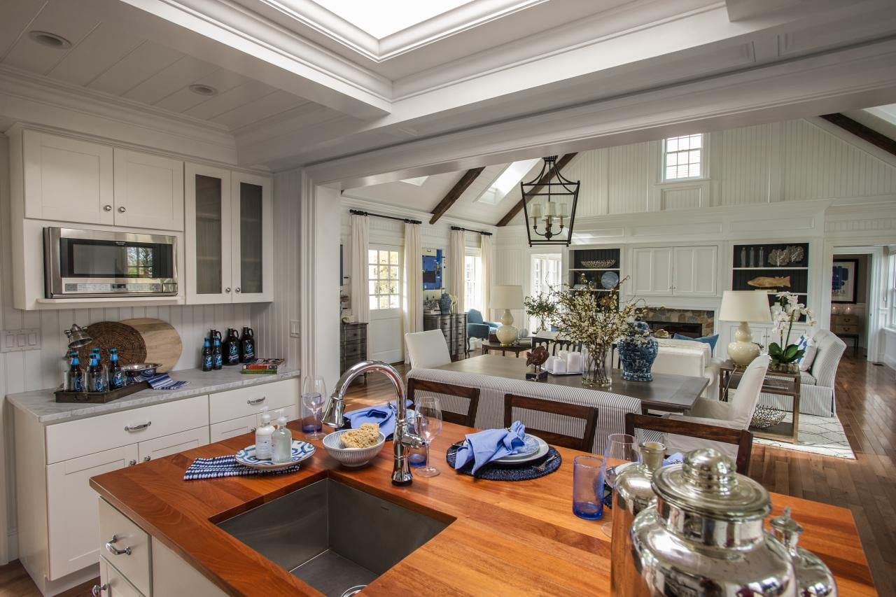 dh2015_kitchen_view-from-island-into-living-room_h.jpg.rend.hgtvcom.1280.853.jpeg