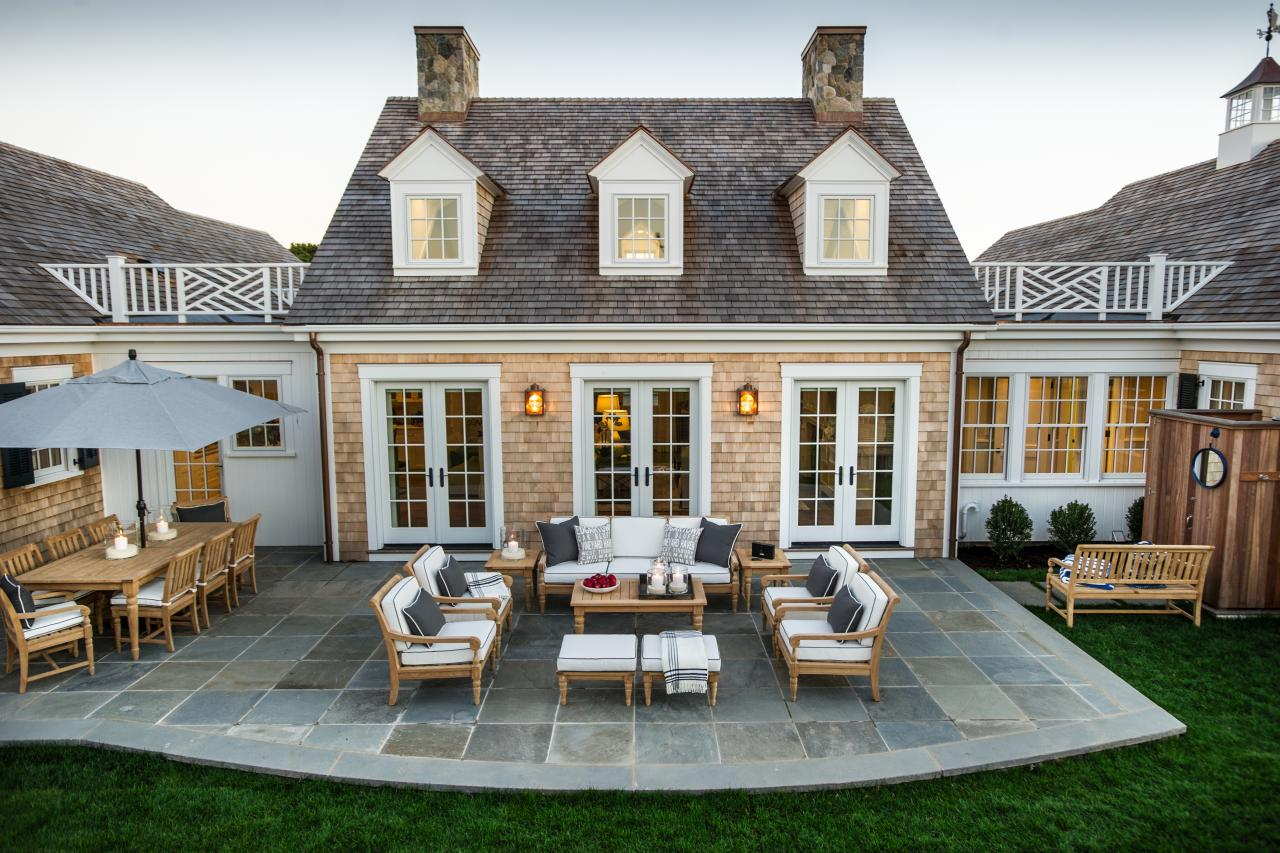 dh2015_back-patio_outdoor-seating-area-high-angle_h.jpg.rend.hgtvcom.1280.853.jpeg