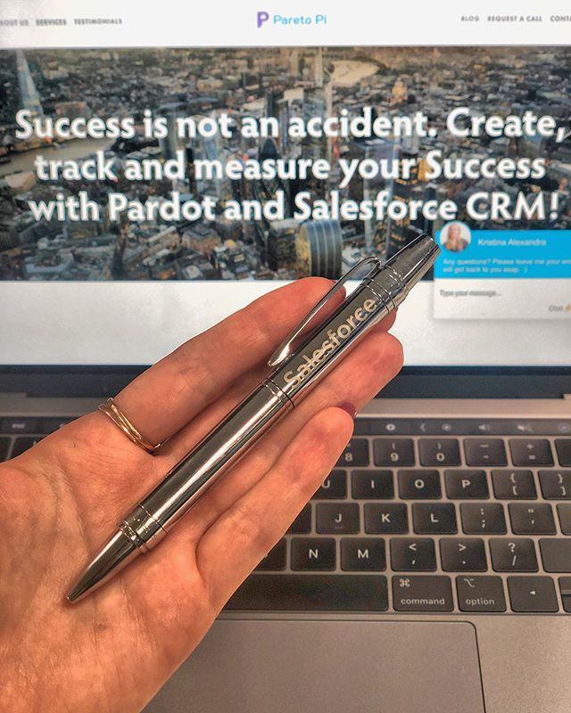 When one of your #Salesforce dreams ☁️ come true 🙌🏻 Custom Salesforce @crosspens pen 🖊💙