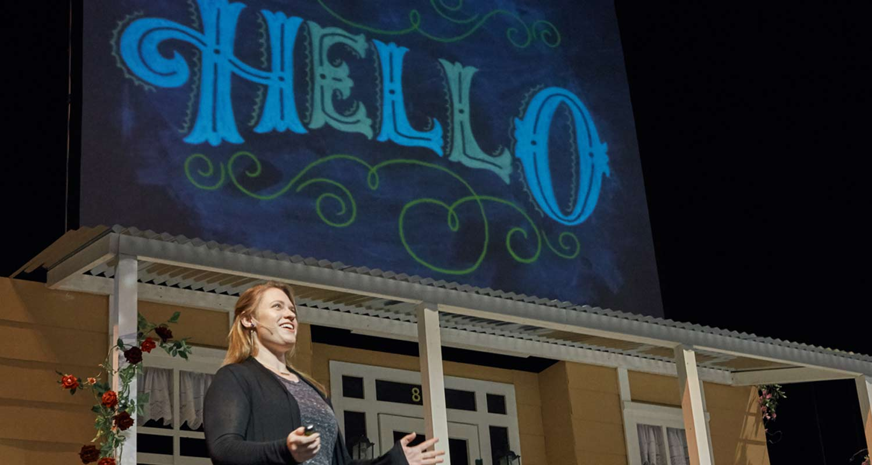 Shauna opening her talk like a pro. Photo by  Alicja Colon