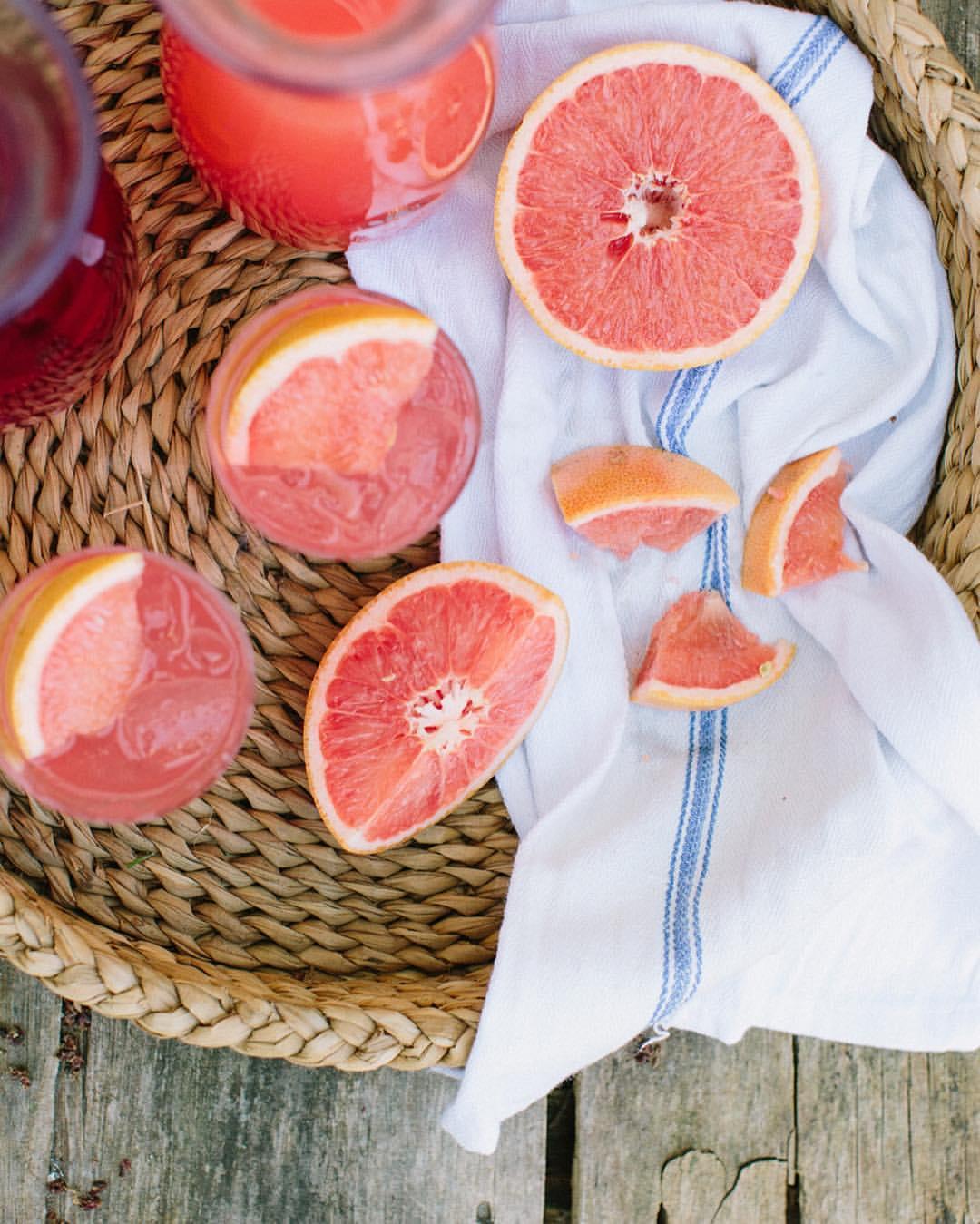 Early summer weekend cocktail hours justified by juice 🍹🍊🍍 📷:: Erin McGinn   Styling: 🙋🏼 (at Weekapaug Inn Beach)
