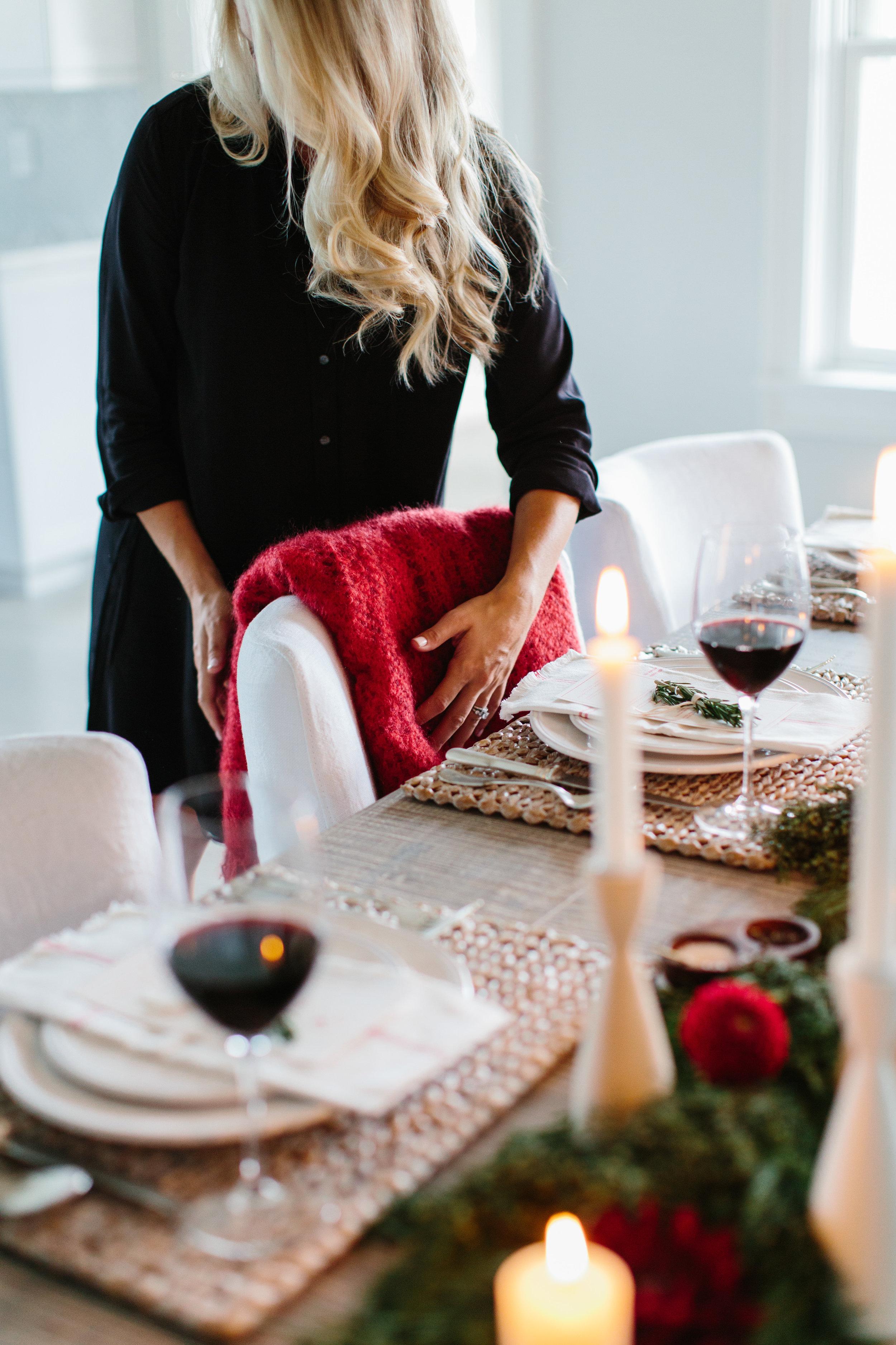 Holiday Entertaining Tips from Abby Capalbo   Photography: Erin McGinn Nantucket Tablescape Nantucket Looms
