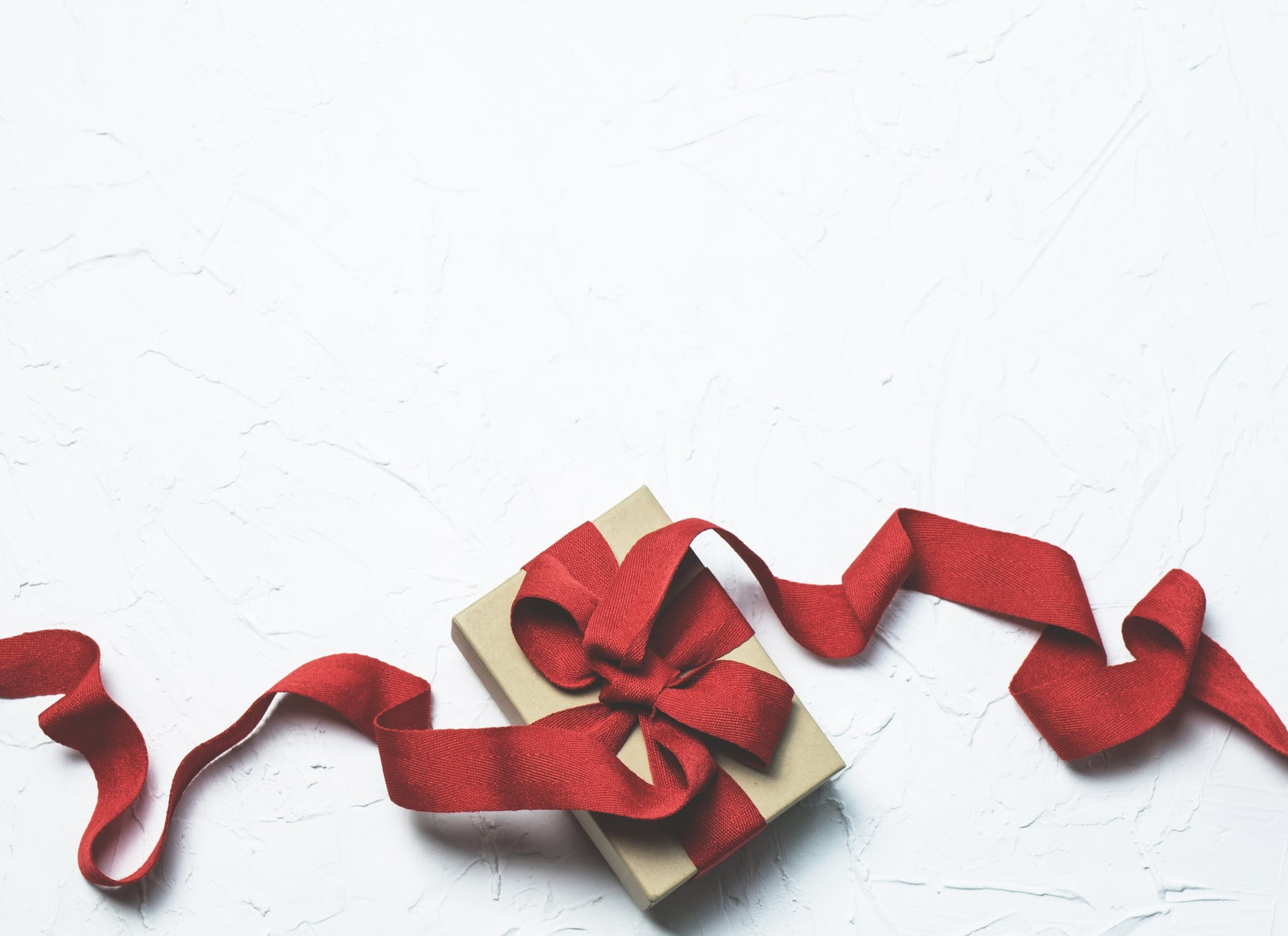 gift red bow.jpeg