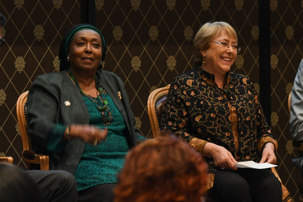 President Michelle Bachelet and Dr. Edna Adan share a smile during the #SafeSurgery4Women panel.