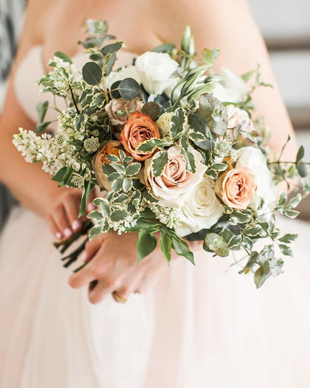 A gorgeous bouquet and a pretty blush gown from last weekend's wedding! Florals: @oliveandblooms // Gown: @davidsbridal