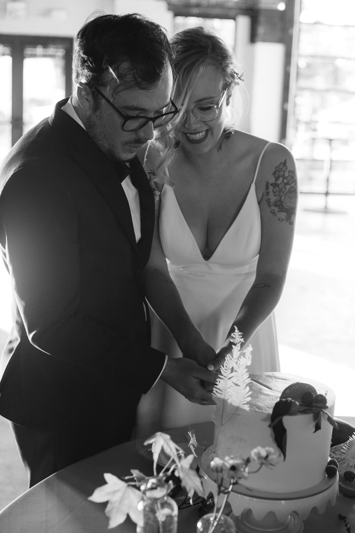 enowen-wedding-photography-mike-anna-suffolk-punch-charlotte (58 of 78).jpg