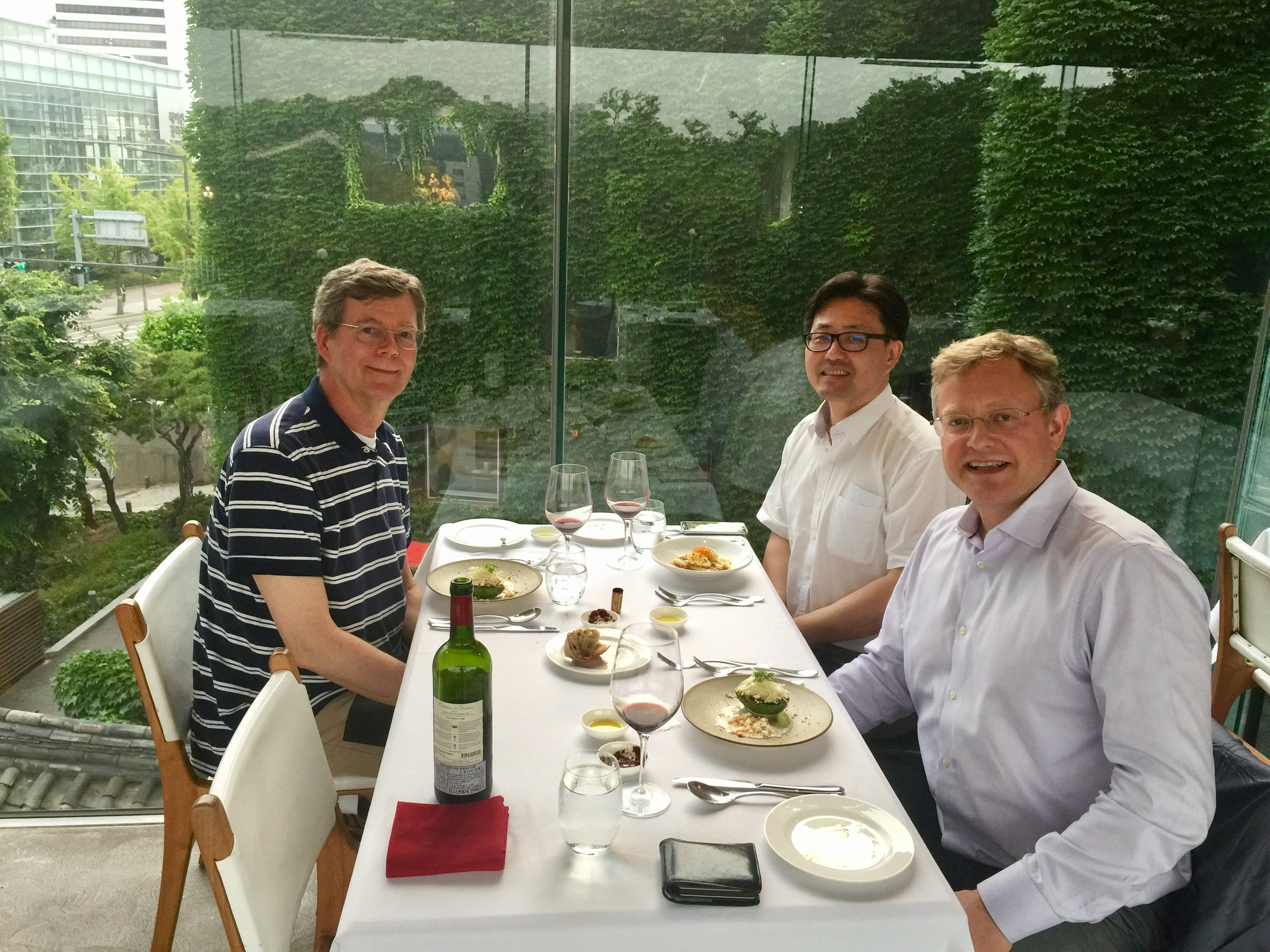This week in Seoul is turning Green. Had dinner today with Dartmouth Japanese History Prof Steve Ericson and Mike Kim '90, Professor of History at Yonsei University in Seoul.