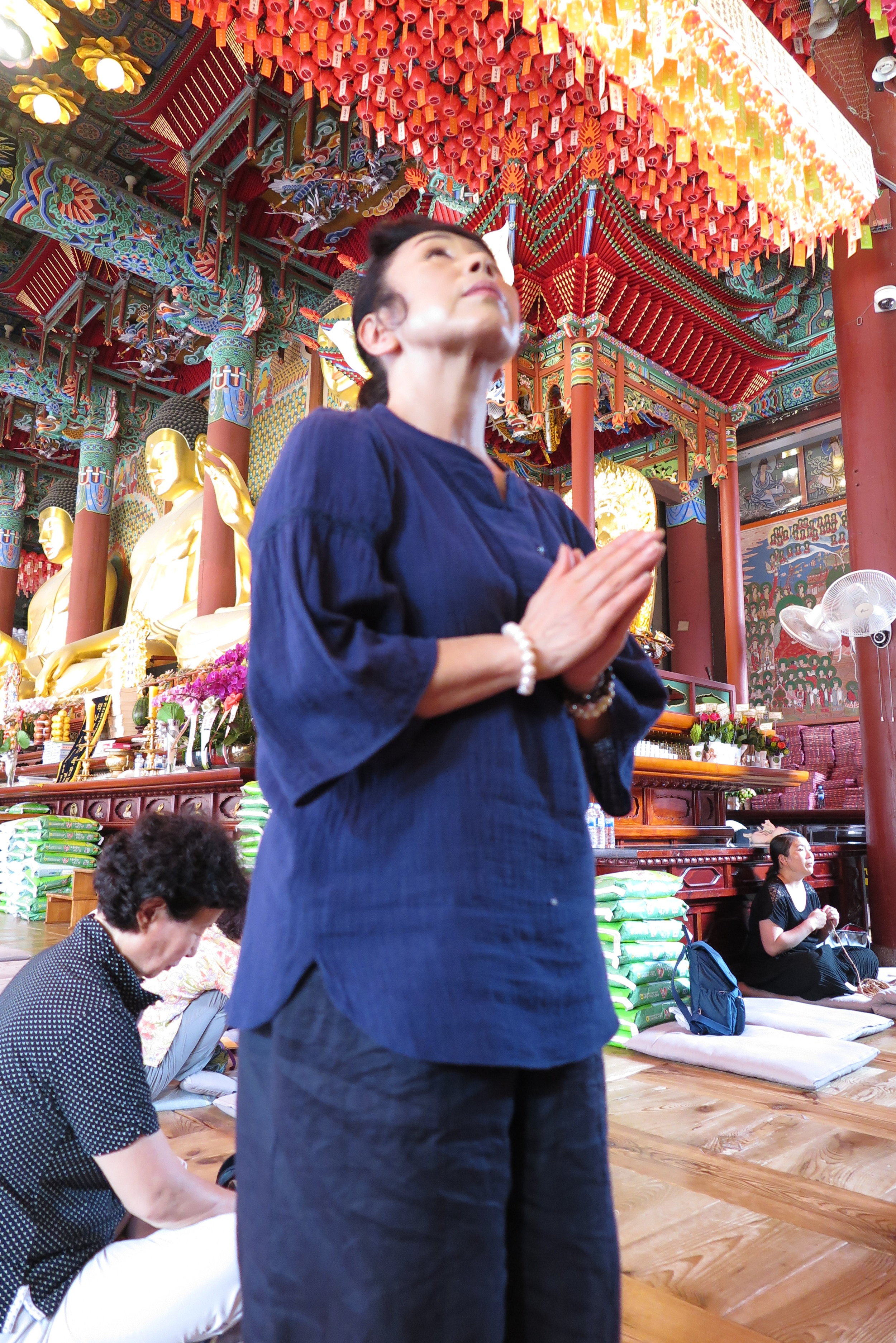 Praying at the Jyogaesa Temple in downtown Seoul
